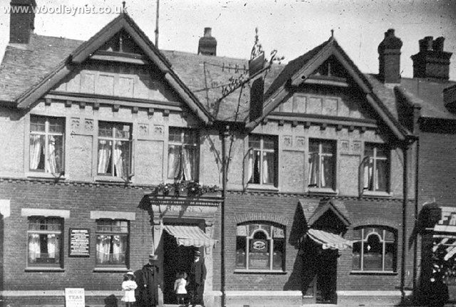 Abbey Hotel, Church St Romsey 1915 (Still Open)
